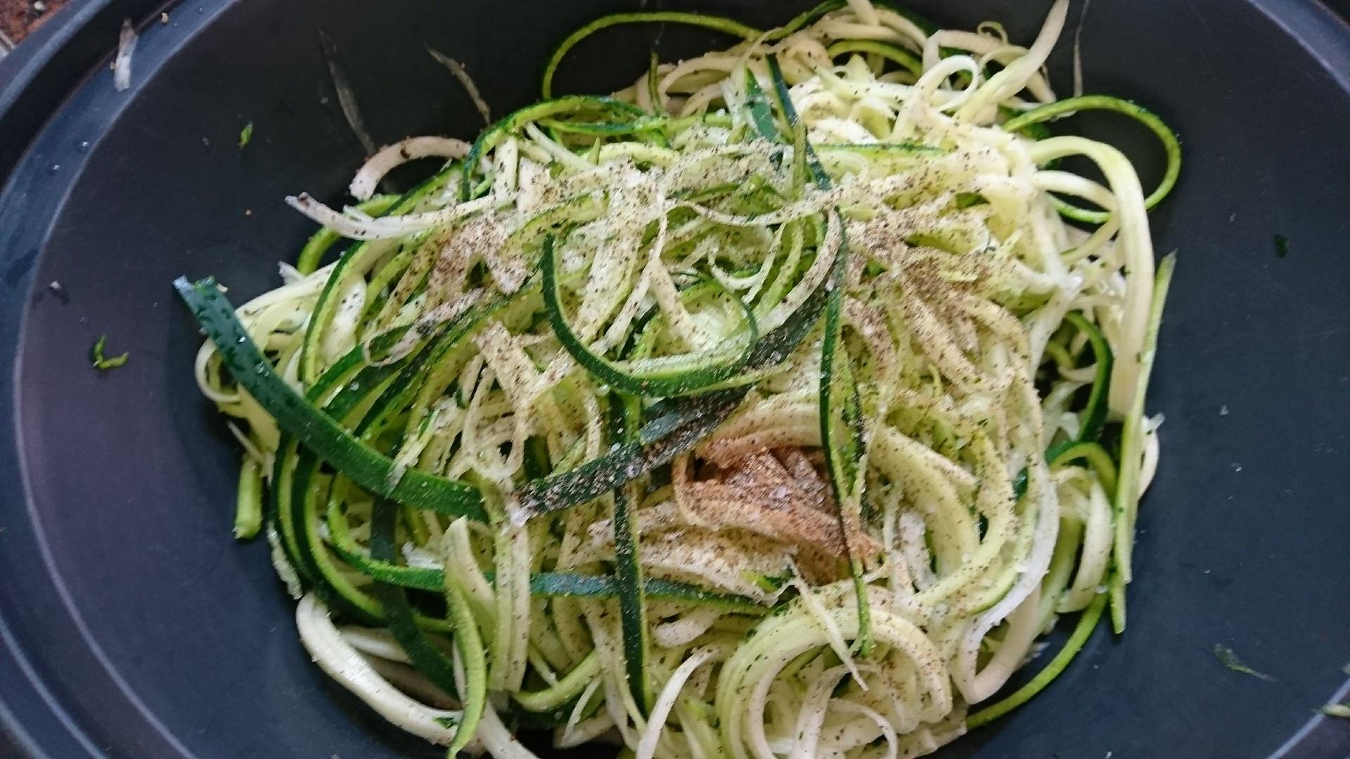 Espaguetis de calabacín, un entrante para dos, fácil, saludable y ¡sin gluten!