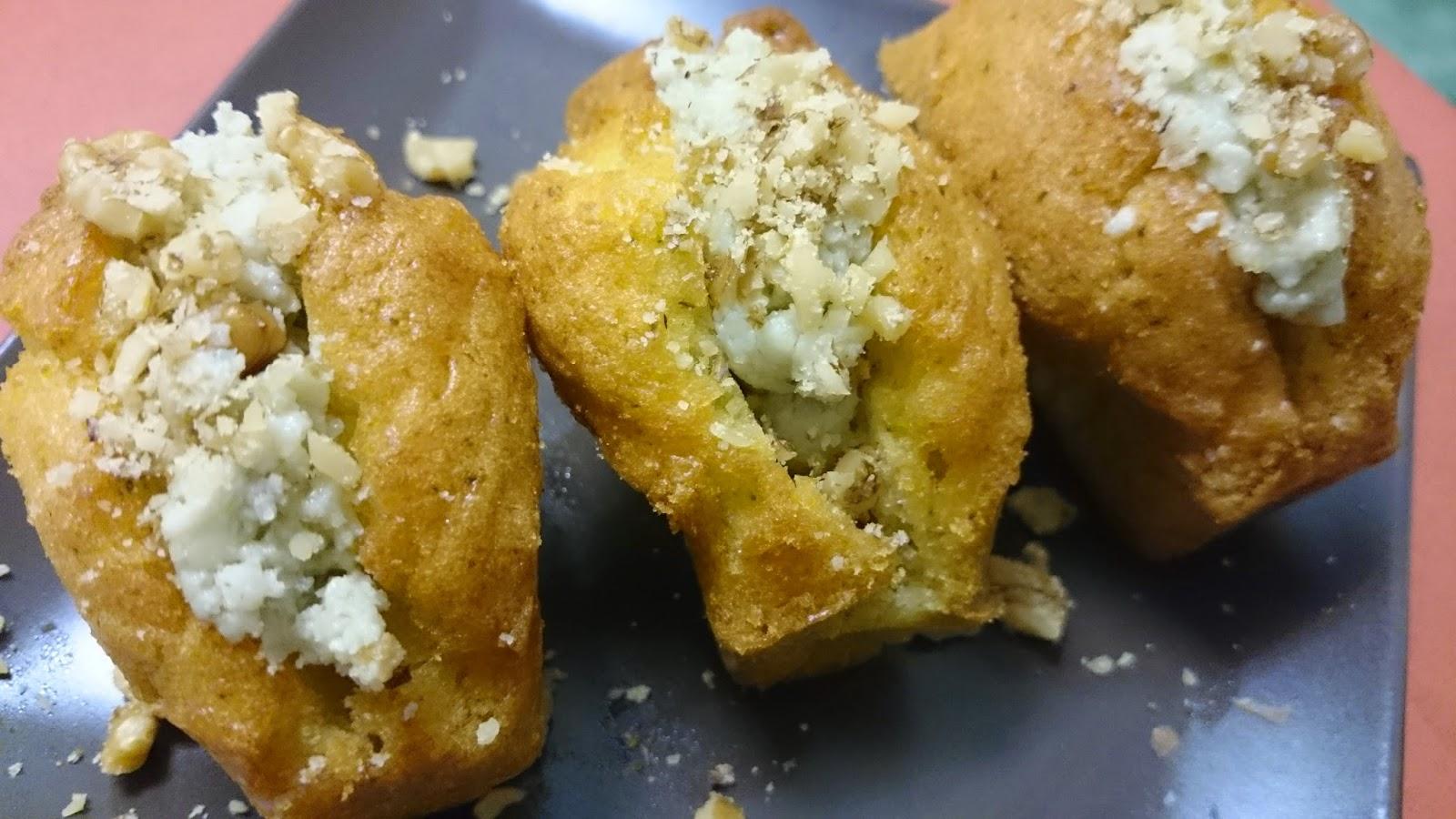 Minicakes de calabacín con crema de quesos y nueces. Sin gluten.