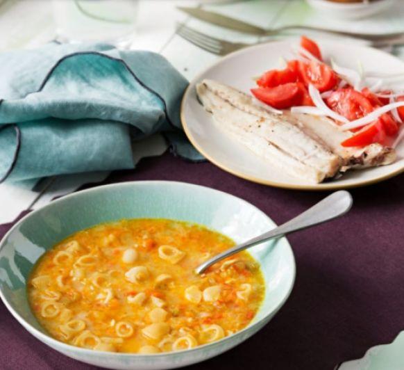Menu: Sopa de verduras con huevo duro. Lubina al vapor