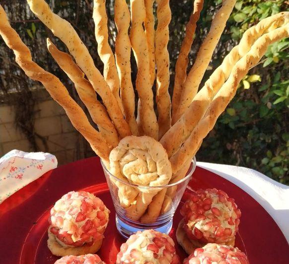 Canapés de bolitas de queso con granada