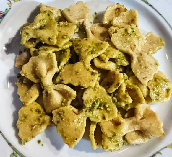 Lacitos de pasta fresca casera al pesto. Sin gluten y sin huevo. Thermomix® te cuida.