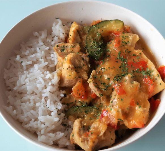 Pollo al curry de coco con arroz basmati