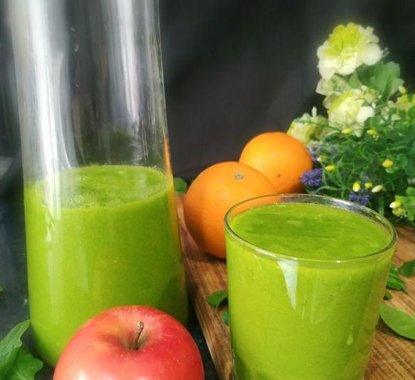 Bebida detox de espinacas y frutas