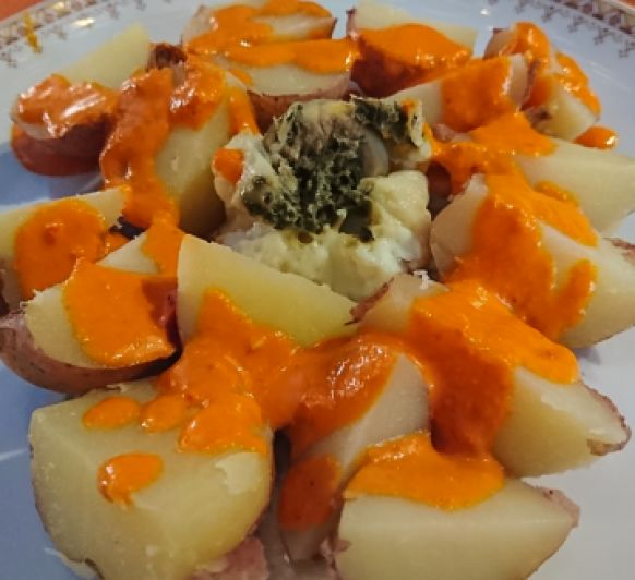 Patatas con mojo rojo.